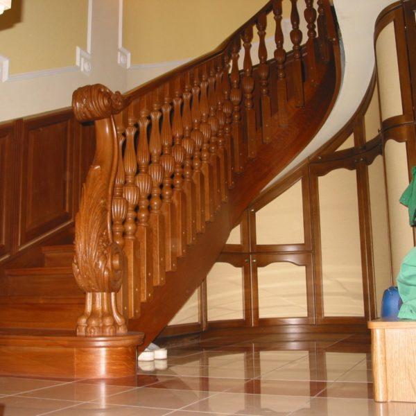 Hajlított fa lépcső - Lépcsőmesterrel együttműködésben